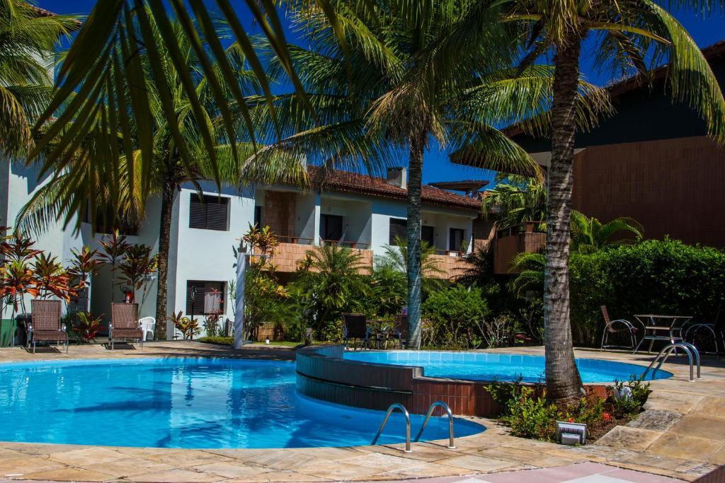 A piscina localizada em Pousada Larimor ou nos arredores