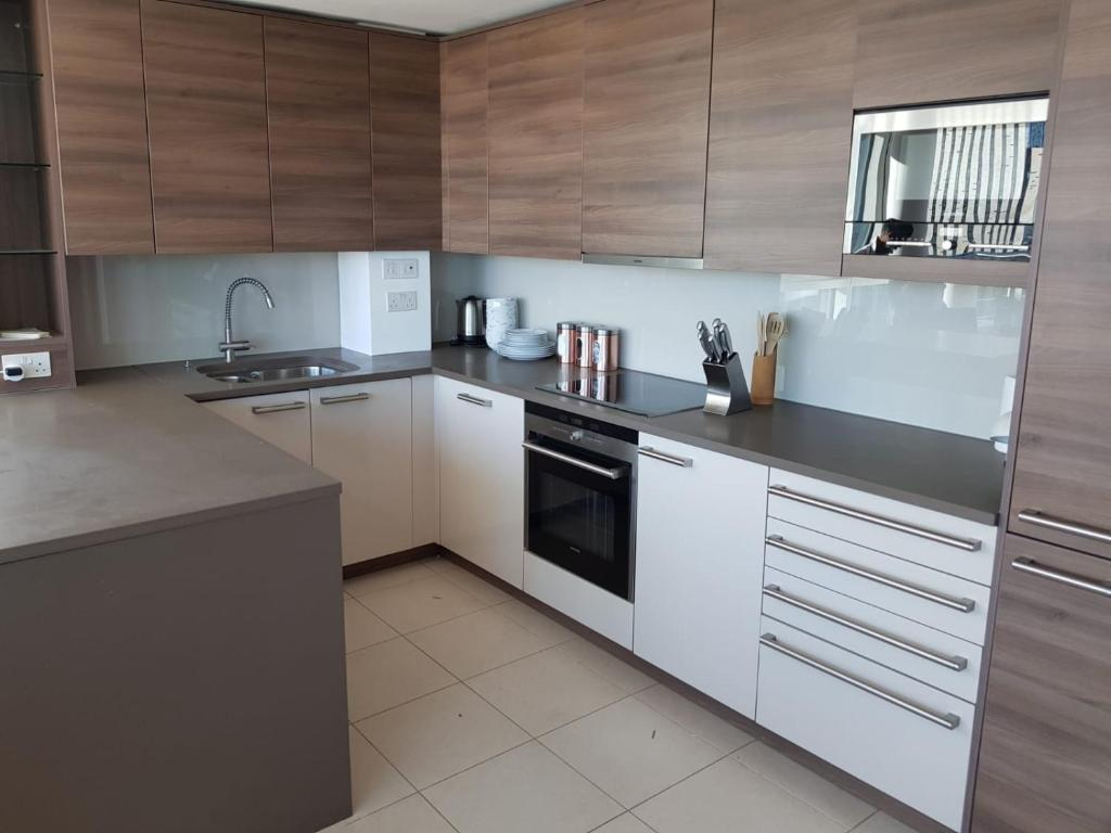 Stunning, Newly Designed 2 Bed With Private Roof Terrace