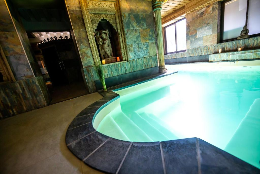 The swimming pool at or close to Hotel et Spa Le Lion d'Or