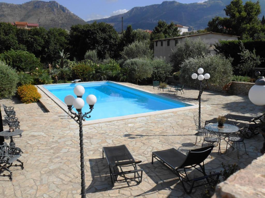 The swimming pool at or close to B&B Al Giardino