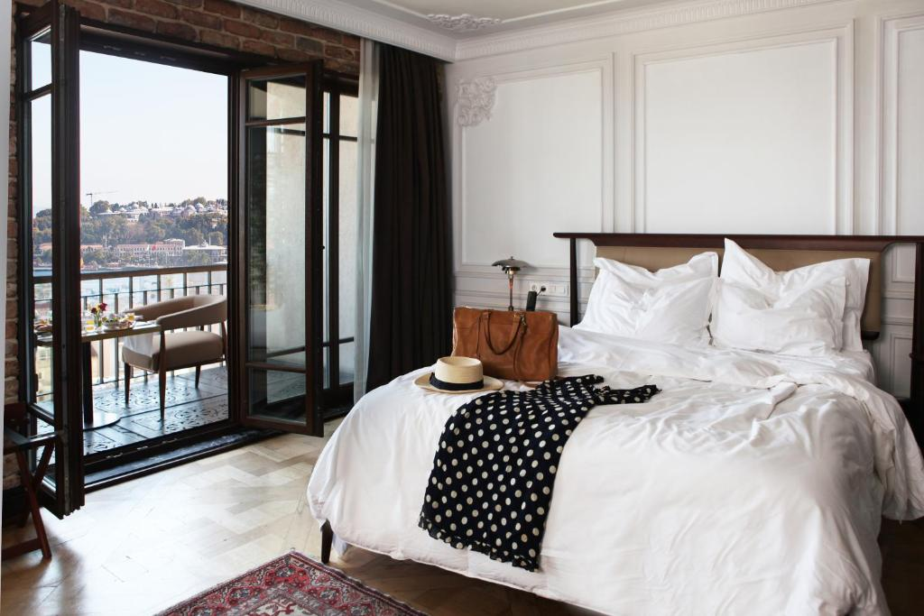 A bed or beds in a room at Georges Hotel Galata
