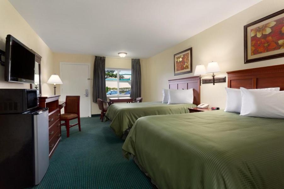 Travelodge Orange County, Costa Mesa, CA - Booking.com