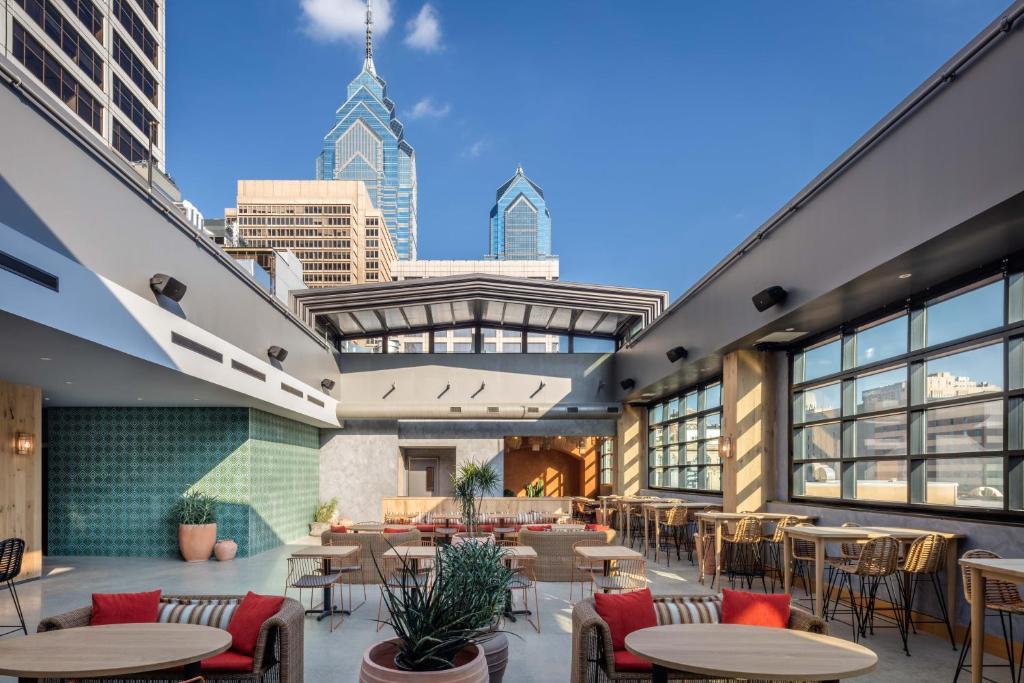 Restaurant ou autre lieu de restauration dans l'établissement Pod Philly
