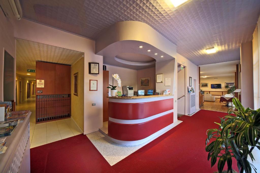Hall o reception di Hotel Cristallo Brescia
