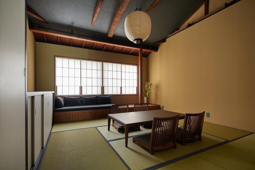 A seating area at YADORU KYOTO Matcha No Yado
