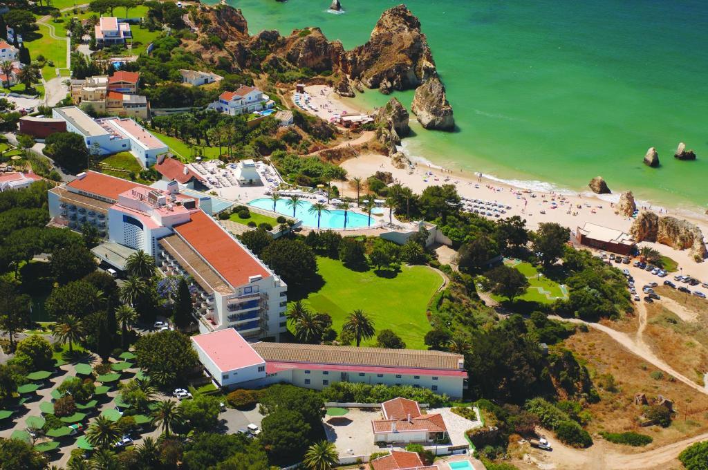 Vue panoramique sur l'établissement Pestana Alvor Praia Premium Beach & Golf Resort