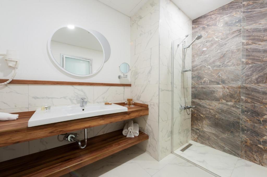 Ванная комната в ISG Sabiha Gökçen Airport Hotel