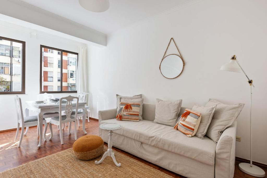 A seating area at Beautiful 2 Bed Apt, Sleeps 6 nr Benfica