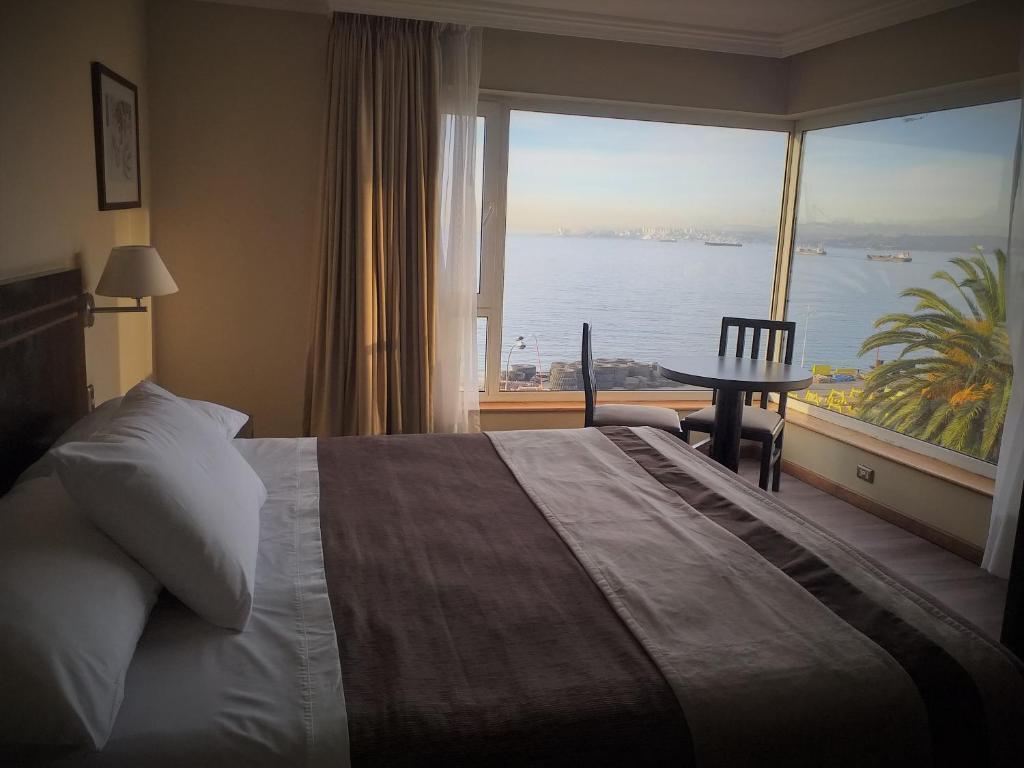 Cama o camas de una habitación en Hotel Diego de Almagro Valparaíso