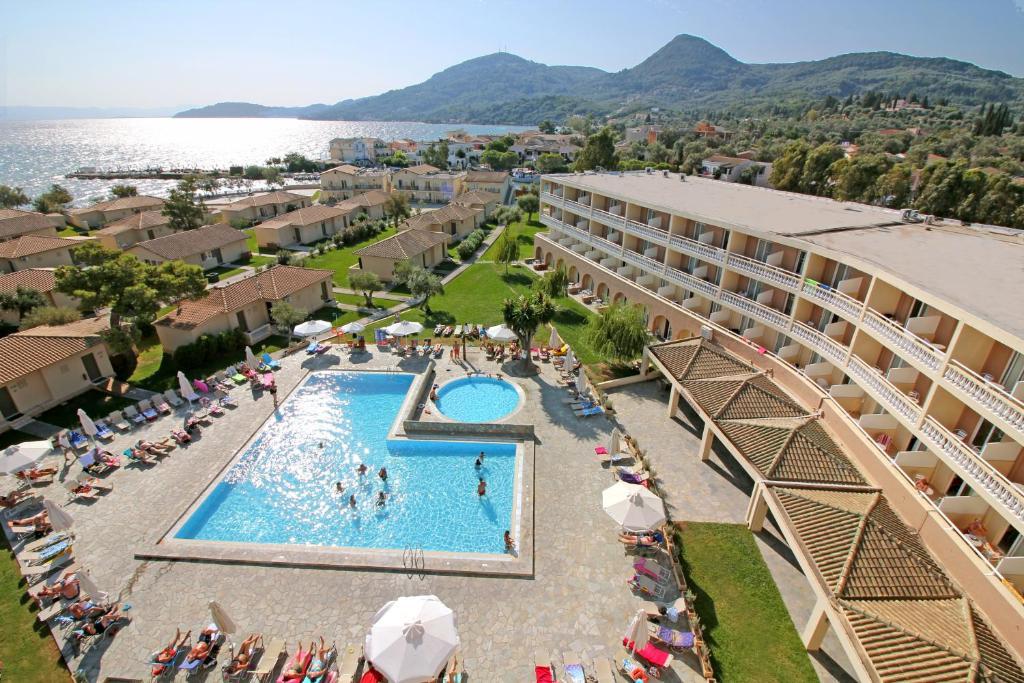 Вид на бассейн в Messonghi Beach Holiday Resort или окрестностях