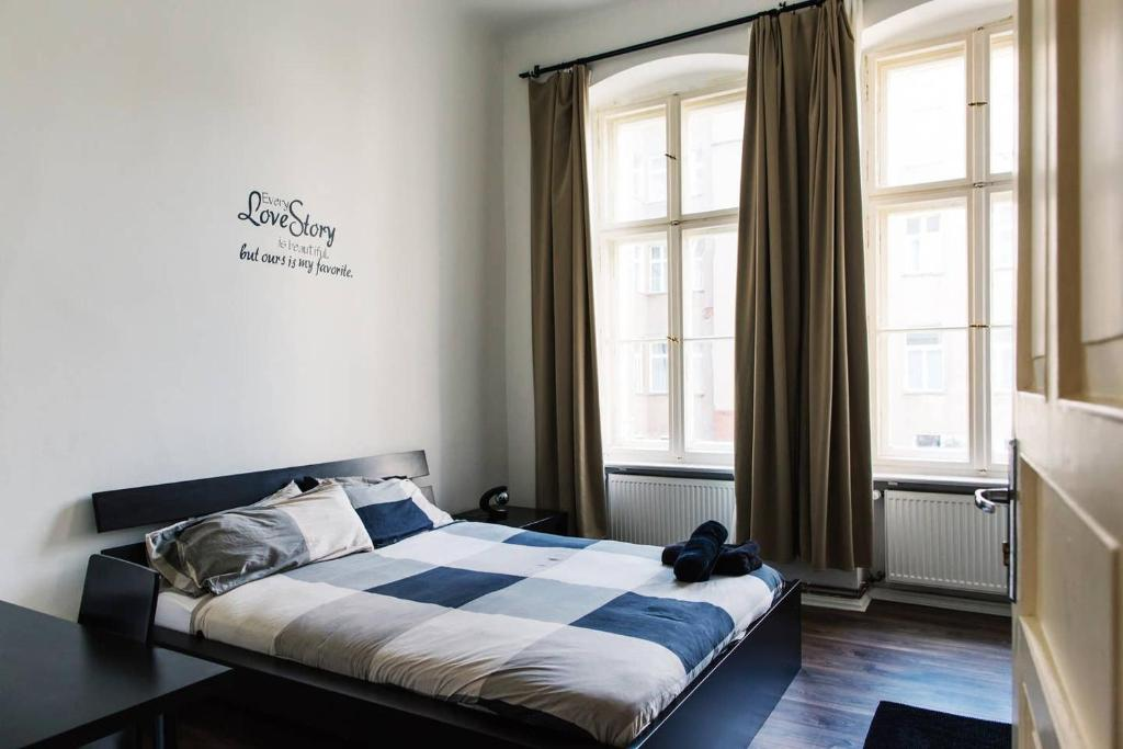 A bed or beds in a room at ++ Hip, chill BERGHAIN room with Breakfast ++