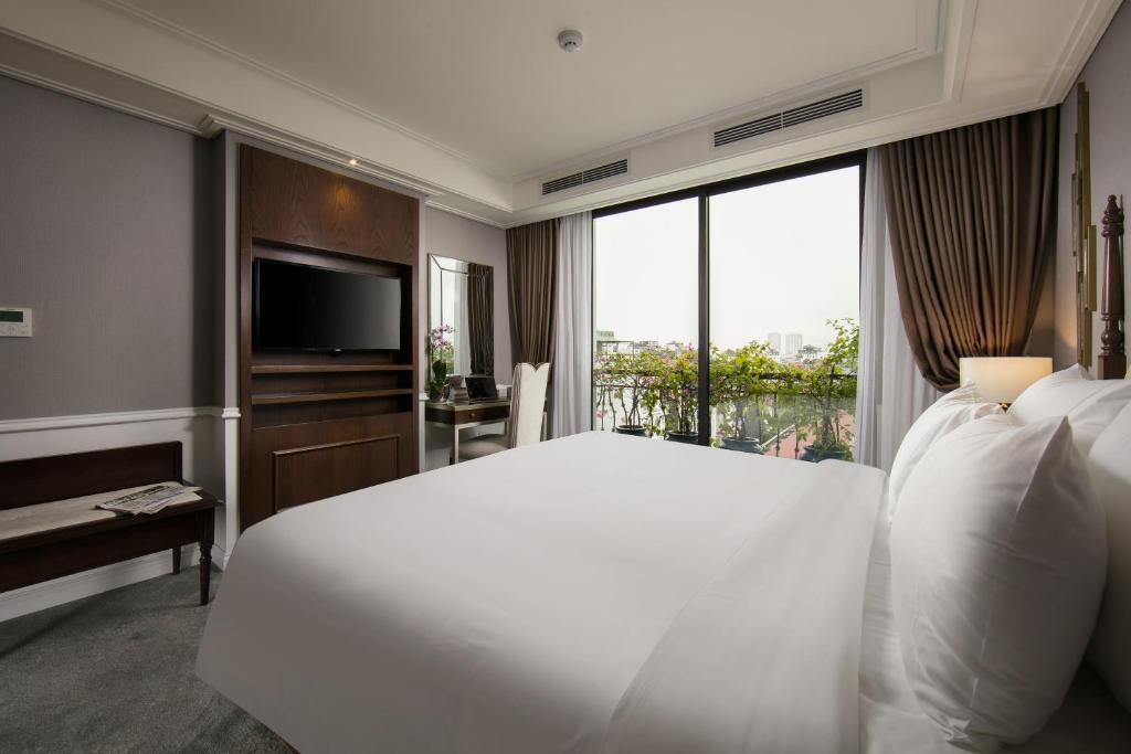 Suite Gem Nhìn Ra Hồ Nước
