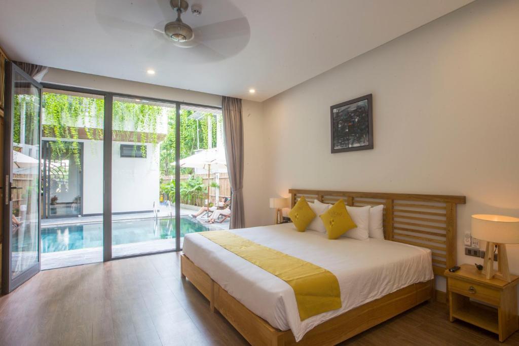 Phòng Superior đôi hoặc 2 giường đơn nhìn ra hồ bơi