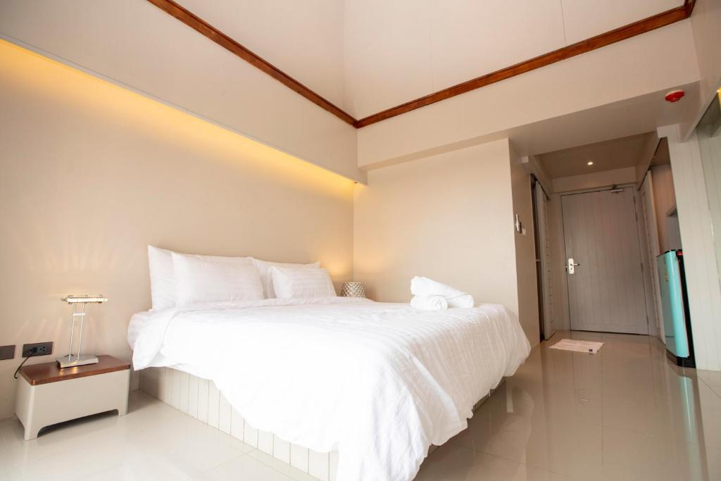 Säng eller sängar i ett rum på A Room Bangkok Sathorn