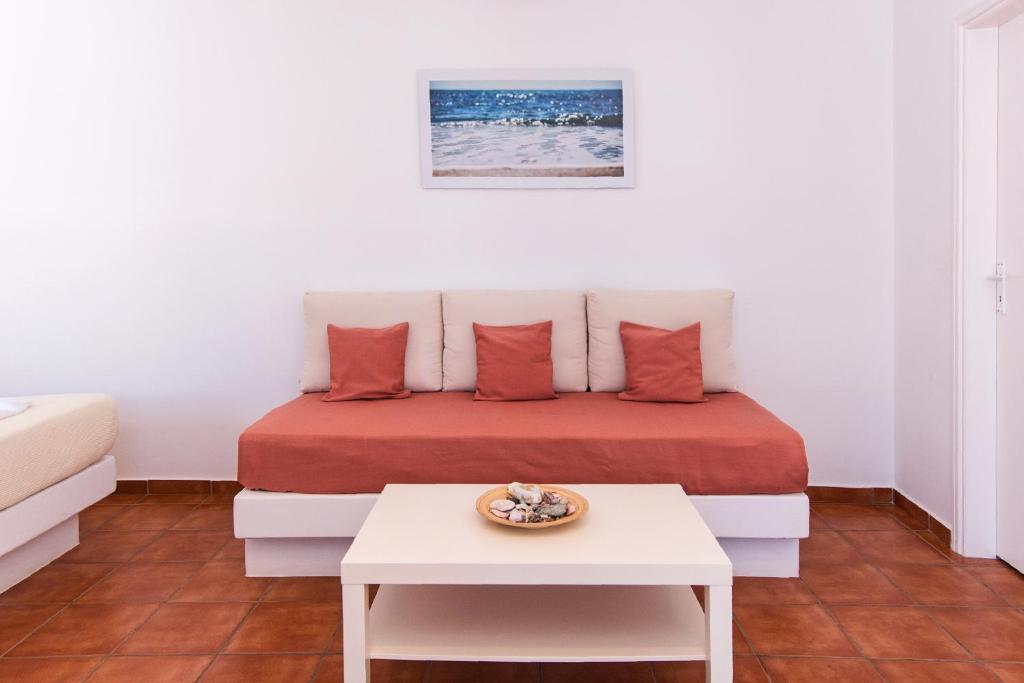 Incredible Aegeo Hotel Chora Folegandros Greece Booking Com Beatyapartments Chair Design Images Beatyapartmentscom