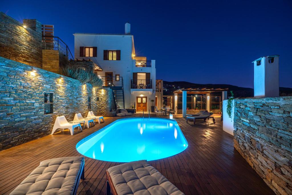 בריכת השחייה שנמצאת ב-Belvedere Andros או באזור