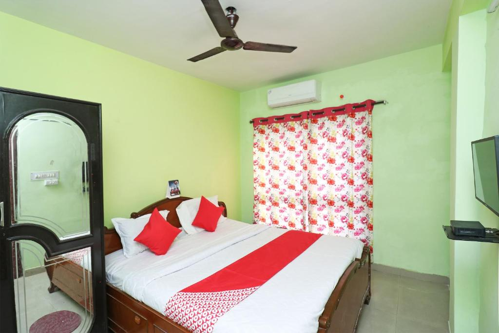 A bed or beds in a room at Home stay guest house