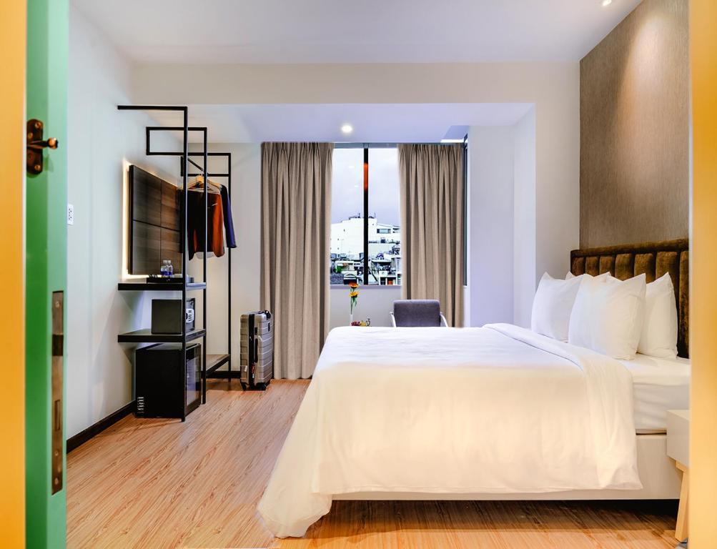 Phòng Grand Deluxe Giường Đôi Với Tầm Nhìn Ra Thành Phố Và Quyền Sử Dụng Hồ Bơi