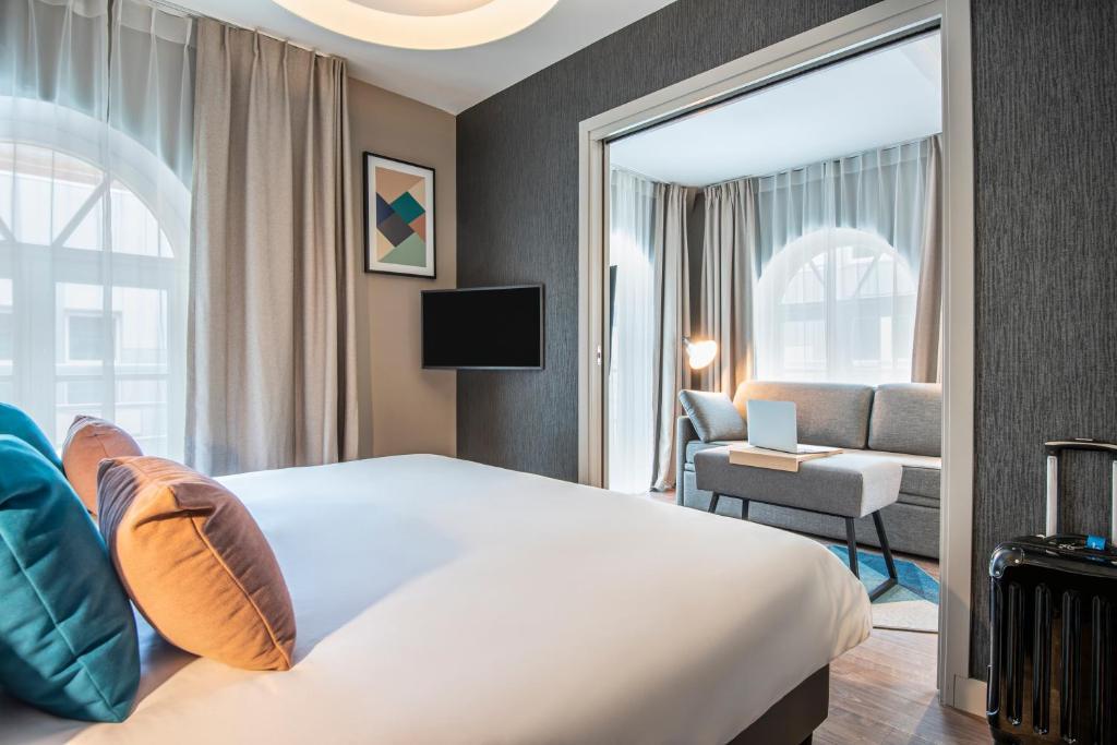 Een bed of bedden in een kamer bij Aparthotel Adagio Lille Centre Grand Place