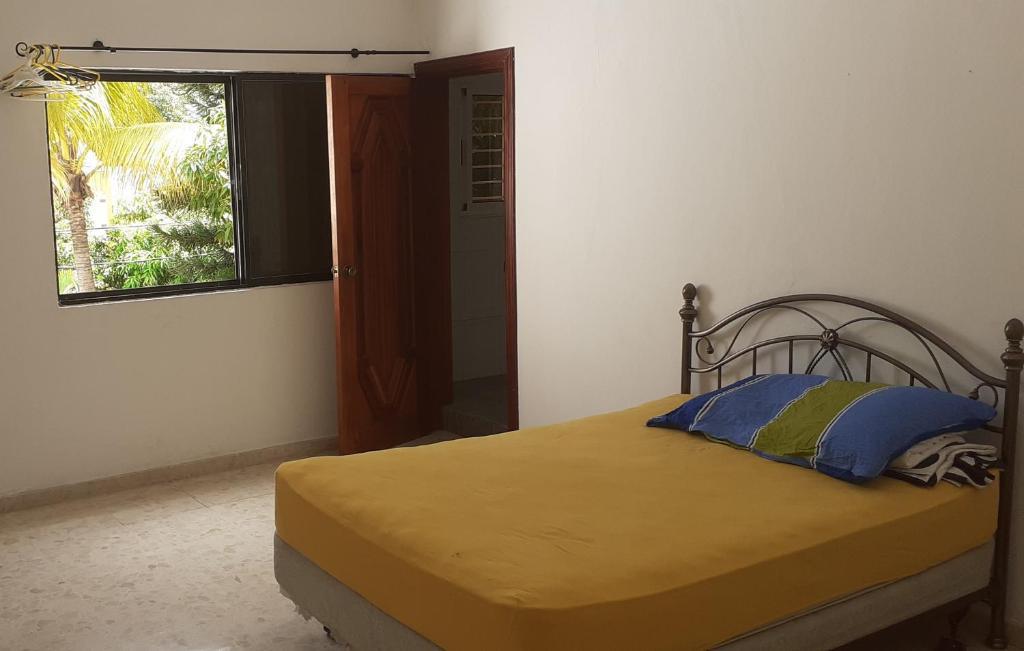 A bed or beds in a room at Casa en Alameda(Santo Domingo)