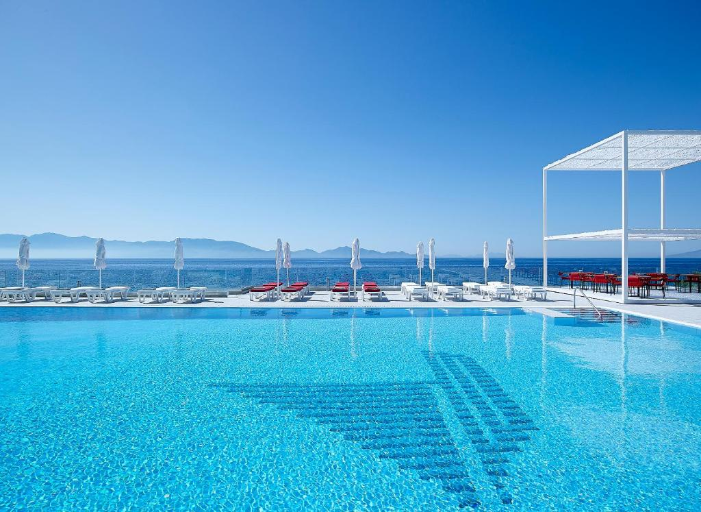 The swimming pool at or close to Dimitra Beach Hotel & Suites