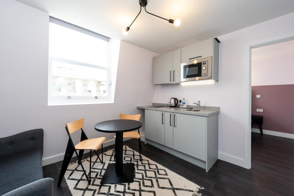 A cozinha ou cozinha compacta de The Dome Notting Hill