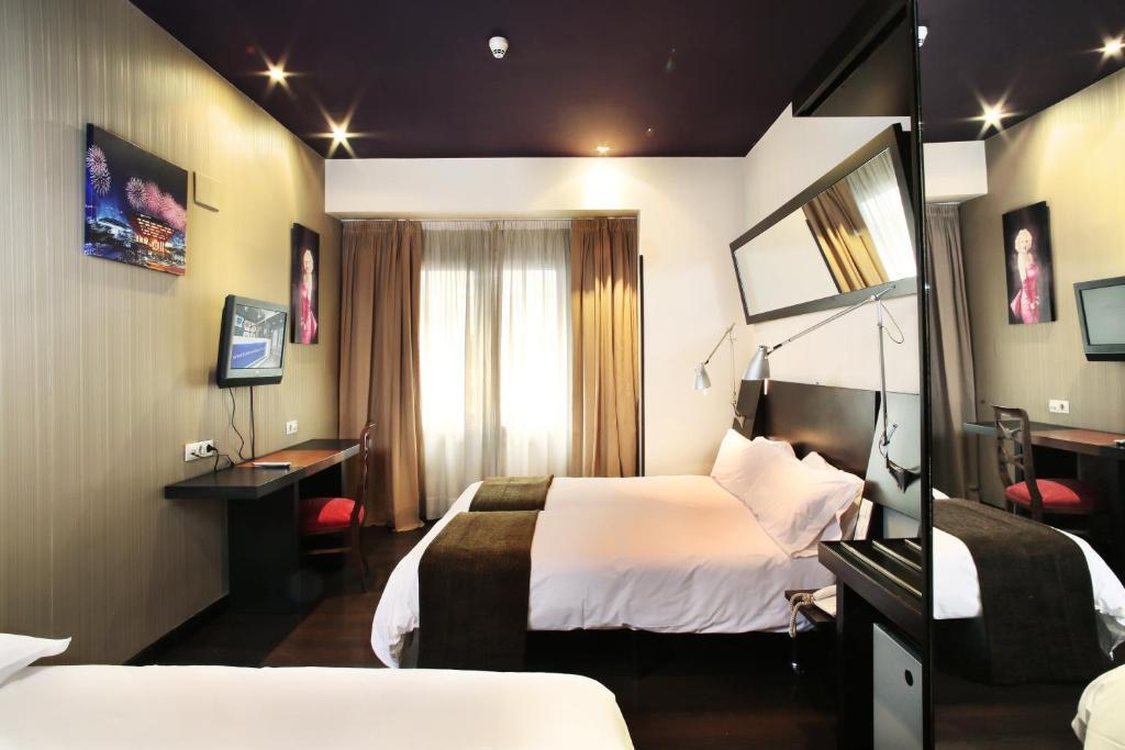 Hotel Avenida GranVía (España Madrid) - Booking.com