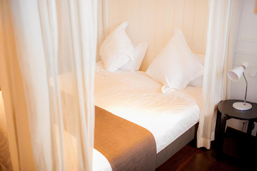 A bed or beds in a room at Maison des Cotonniers