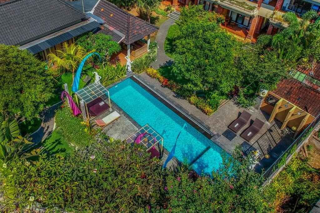 A view of the pool at Pondok Kutuh Guest House or nearby