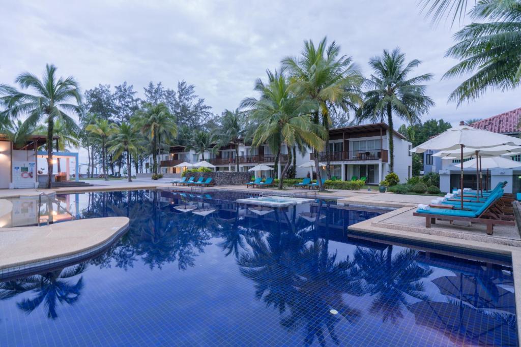 Der Swimmingpool an oder in der Nähe von The Briza Beach Resort, Khao Lak