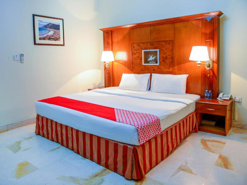 A bed or beds in a room at OYO 103 Hotel Golden Oasis