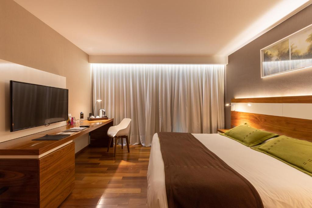 A bed or beds in a room at Yrigoyen 111 Hotel