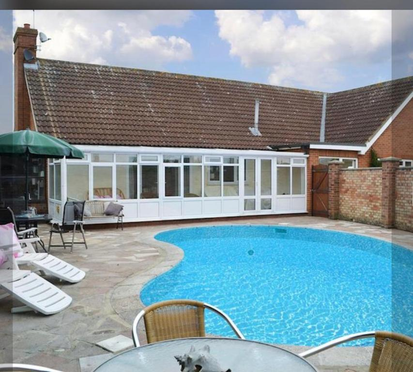 North Norfolk Villa with Swimming Pool & Hot Tub, Norwich ...