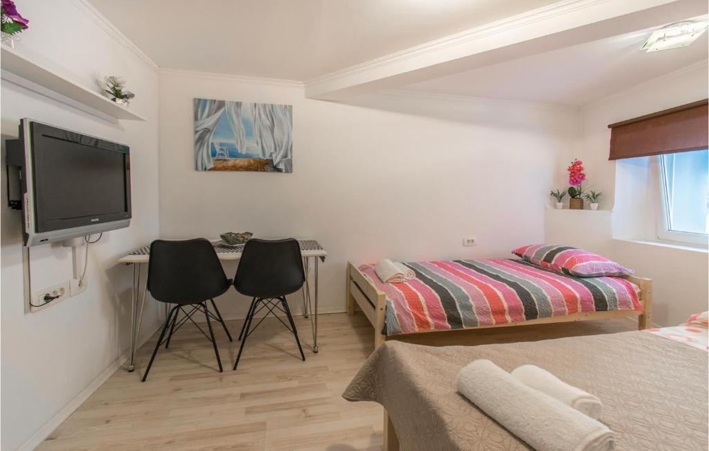 Ein Bett oder Betten in einem Zimmer der Unterkunft Amazing apartment in Izola w/ 1 Bedrooms
