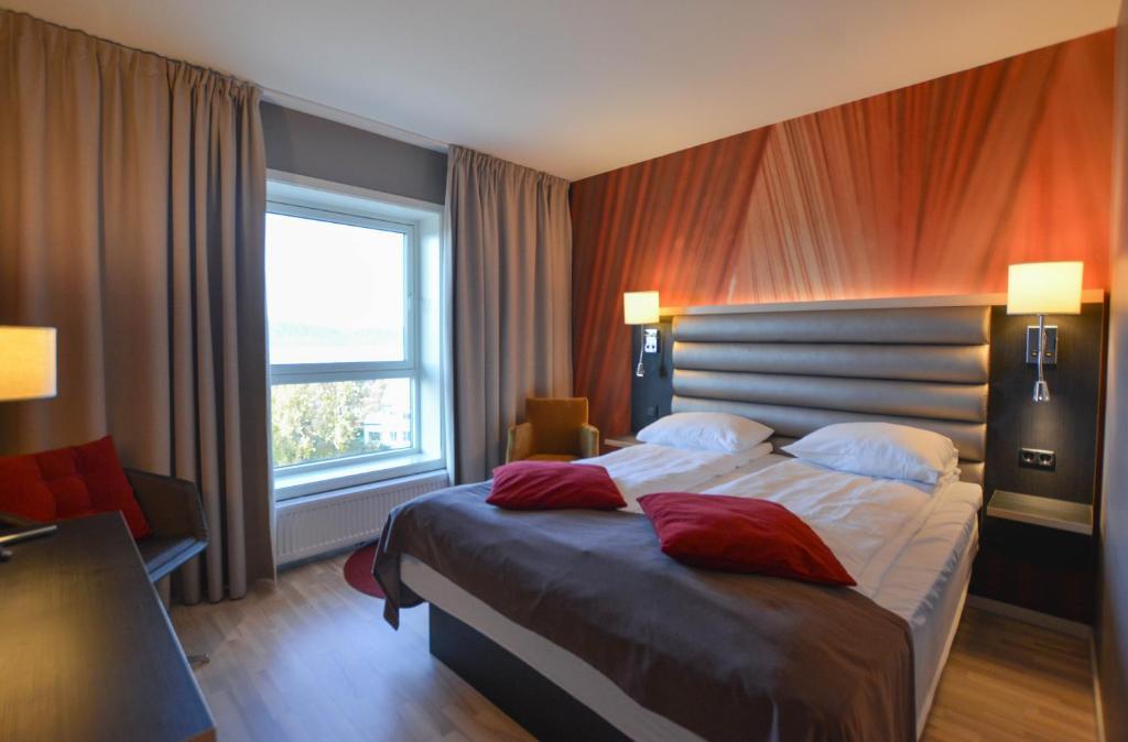 Ein Bett oder Betten in einem Zimmer der Unterkunft Quality Hotel Grand Royal