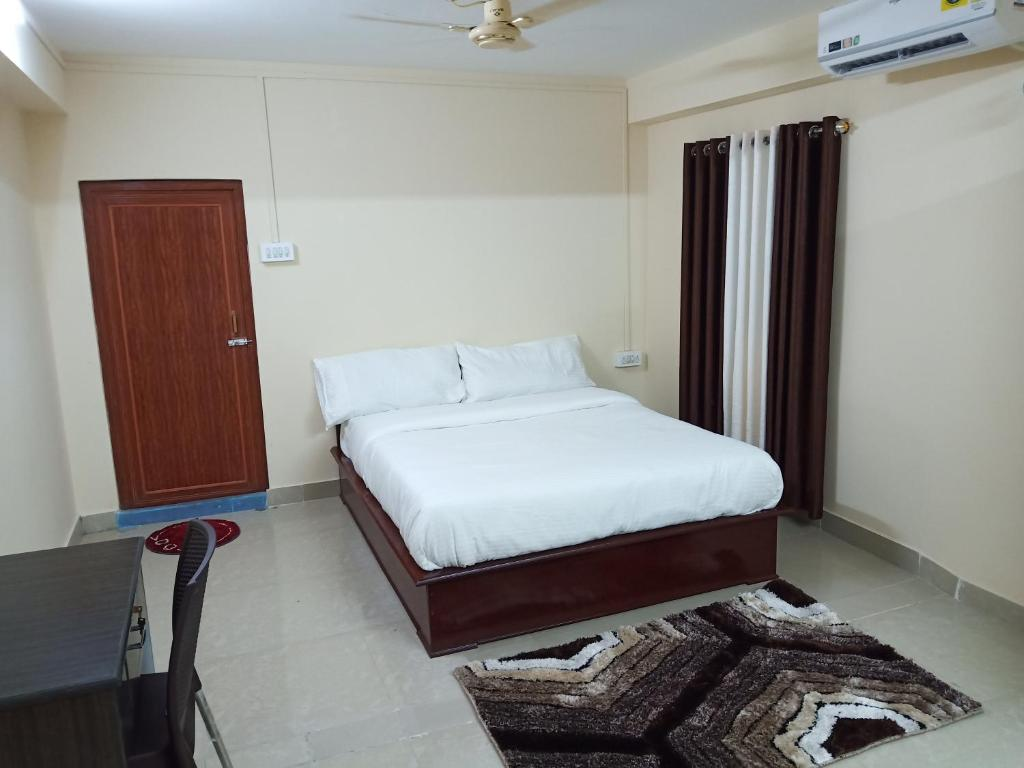 A bed or beds in a room at White Pearl Homestay