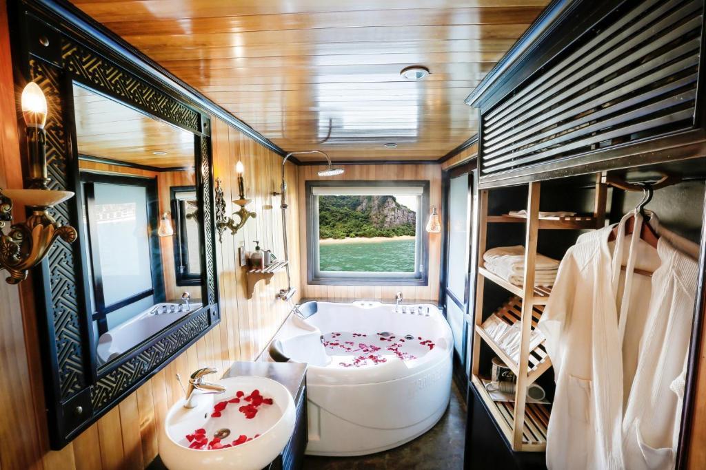 Starlight Cruise, Hạ Long – Cập nhật Giá năm 2020