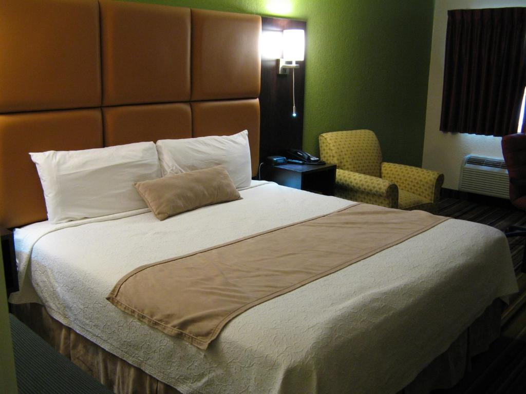 A bed or beds in a room at Inn at Portland