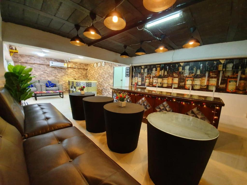 The lounge or bar area at Comfort Inn Patong