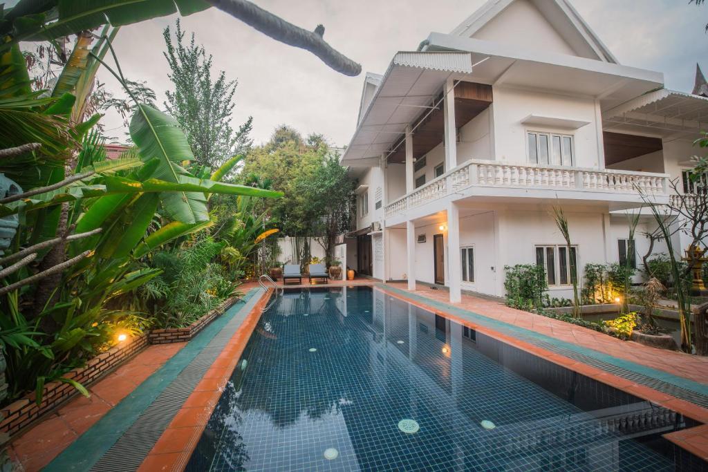 בריכת השחייה שנמצאת ב-Lavender Angkor Boutique או באזור