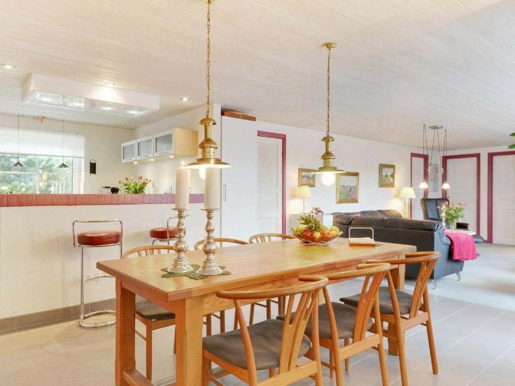 Five-Bedroom Holiday home in Blåvand 33