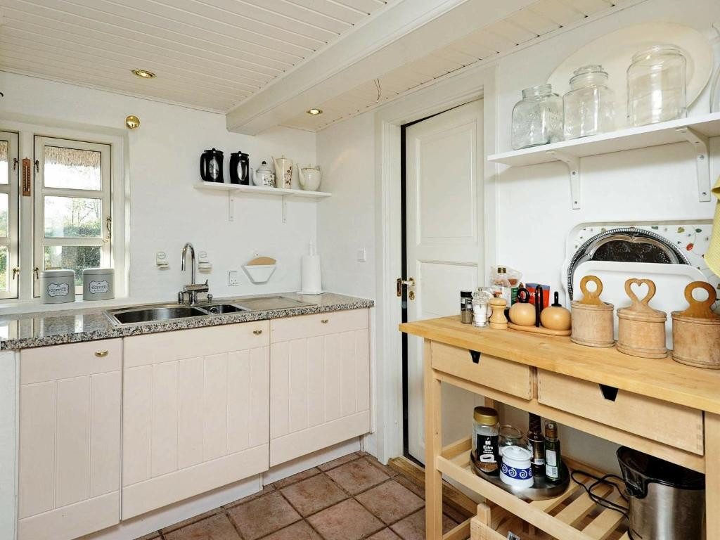 Five-Bedroom Holiday home in Juelsminde 3