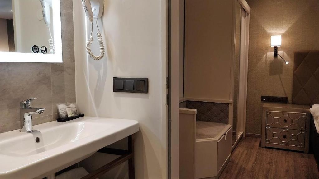 Ein Badezimmer in der Unterkunft Cocoon Hotel La Rive