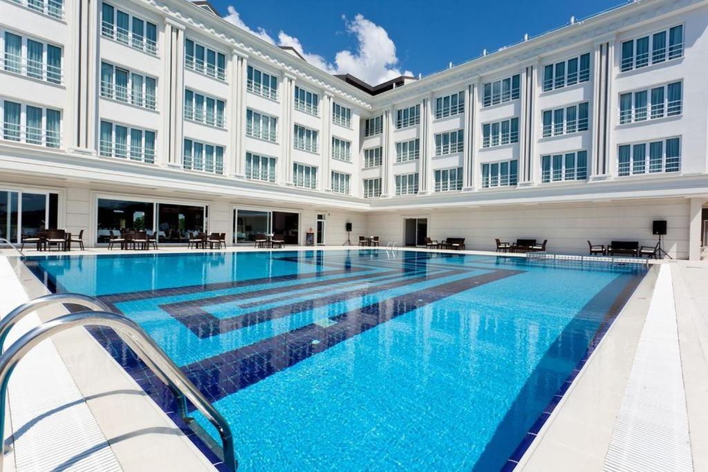 Baseinas apgyvendinimo įstaigoje Mercia Hotels & Resorts arba netoliese