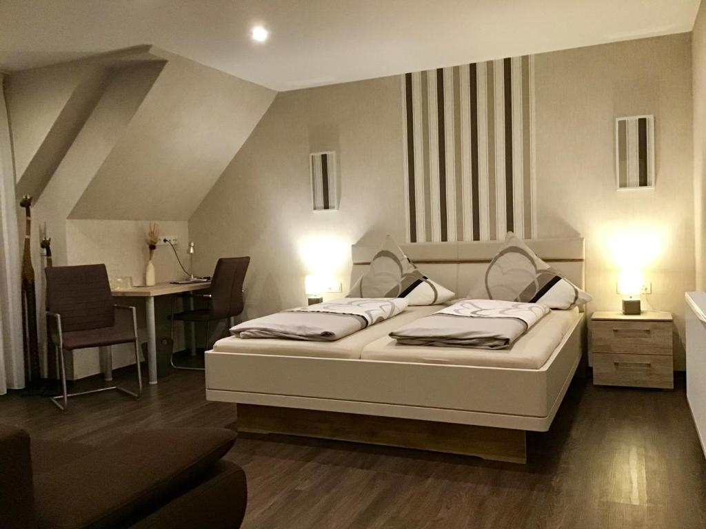 Pension Am Schlossberg Reichenberg Germany Booking Com