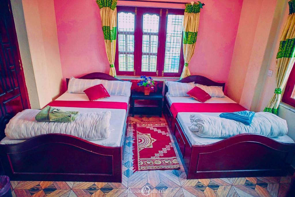 Een bed of bedden in een kamer bij Aroma Tourist Hostel