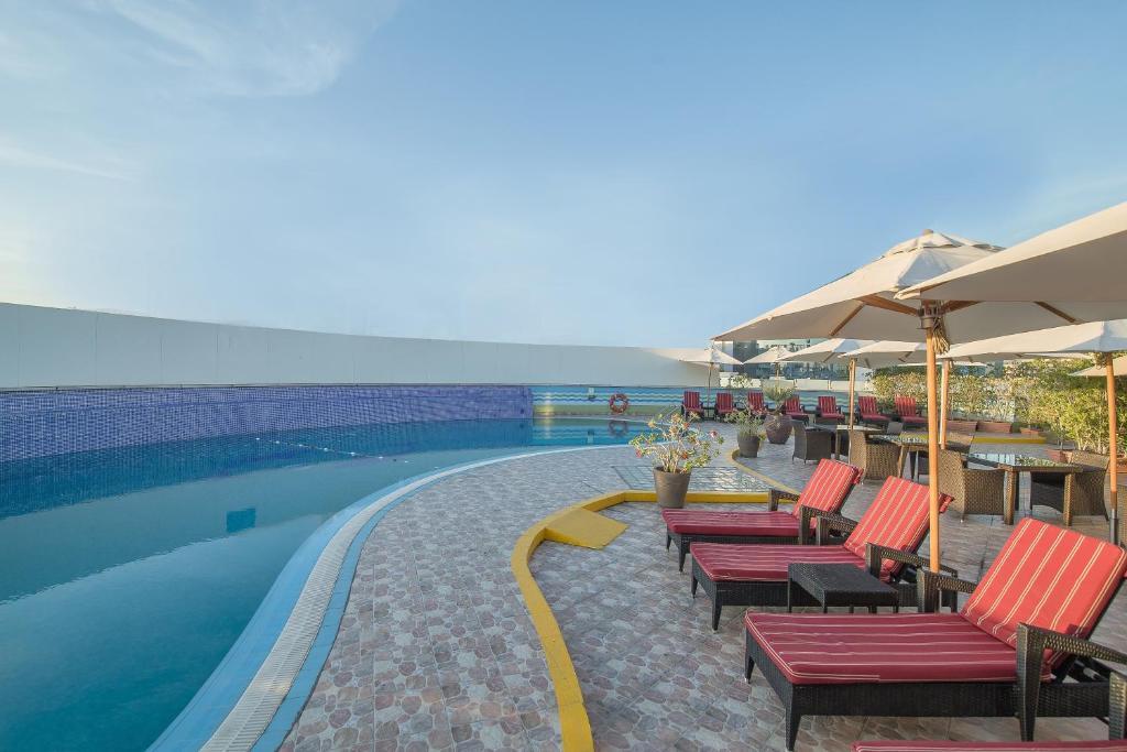 Holiday Inn Bur Dubai, UAE - Booking.com