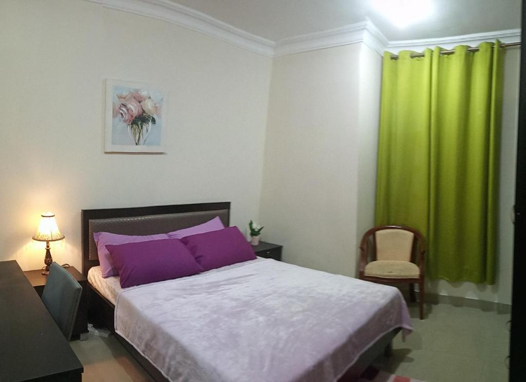 A bed or beds in a room at Private bedroom