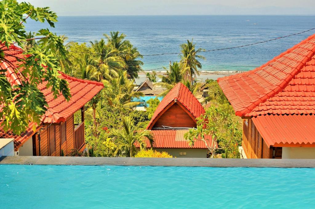 The swimming pool at or close to Petak Cottage