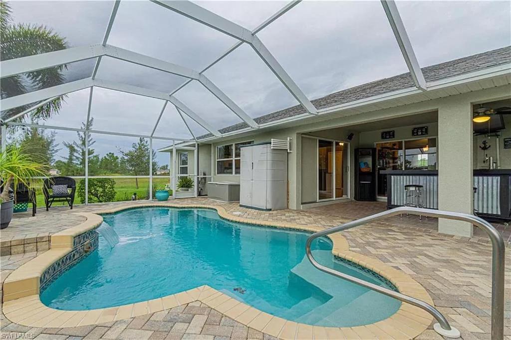 Der Swimmingpool an oder in der Nähe von Tropical Heated Pool Home Estates